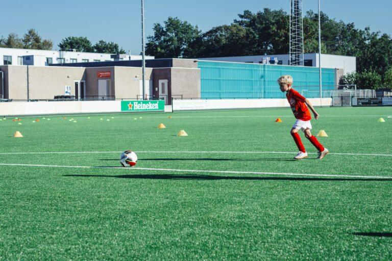 De-Utrechtse-Voetbalschool-Techniektraining-slider-003