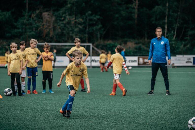 De-Utrechtse-Voetbalschool-Voetbalkampen-slider-002